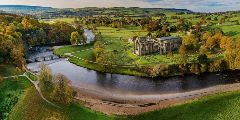 REVIEW   Champagne Afternoon Tea at 'The Dev' – Bolton Abbey