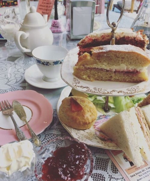 RECOMMENDATION Just Grand Vintage Tearoom in Leeds 3