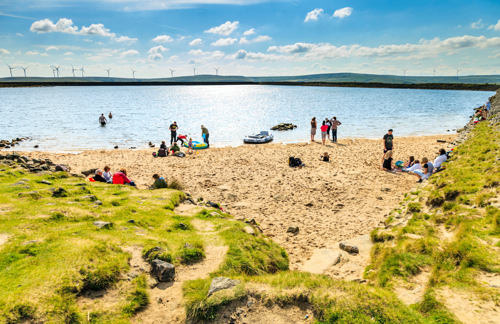 TOP 9 | locations in Yorkshire to dive in and cool off! Lidos, outdoor swimming pools, reservoirs & England's highest beach!