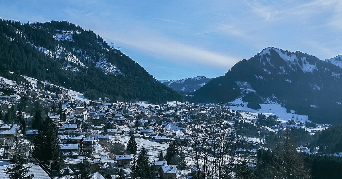 Luxury skiing in France for young families 1
