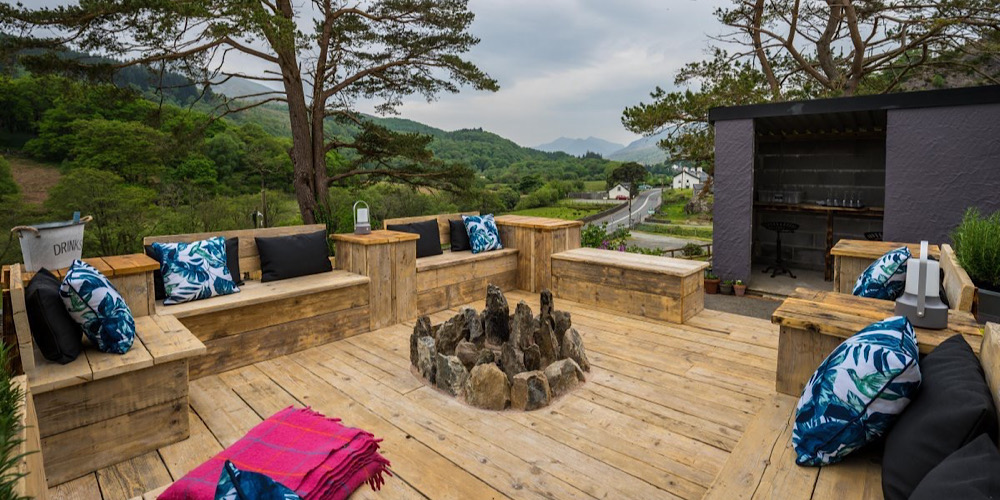 The Rocks Hostel at Plas Curig Outdoor Firepit overlooking the mountains including Snowdon